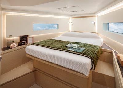 Solaris40 Front Cabin